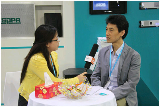 Mr. Wang Heng with reporter from China Digital Audio& Visual website